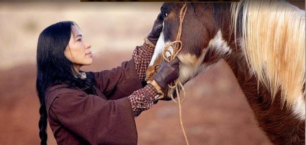 native-american-irene-bedard-womanandhorseintothewest